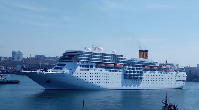 Seaport of Vladivostok receives two cruise liners