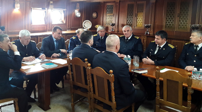 Director of the Far Eastern Basin Branch takes part in working meeting of Rosmorrechflot deputy head aboard the Nadezhda sailing ship